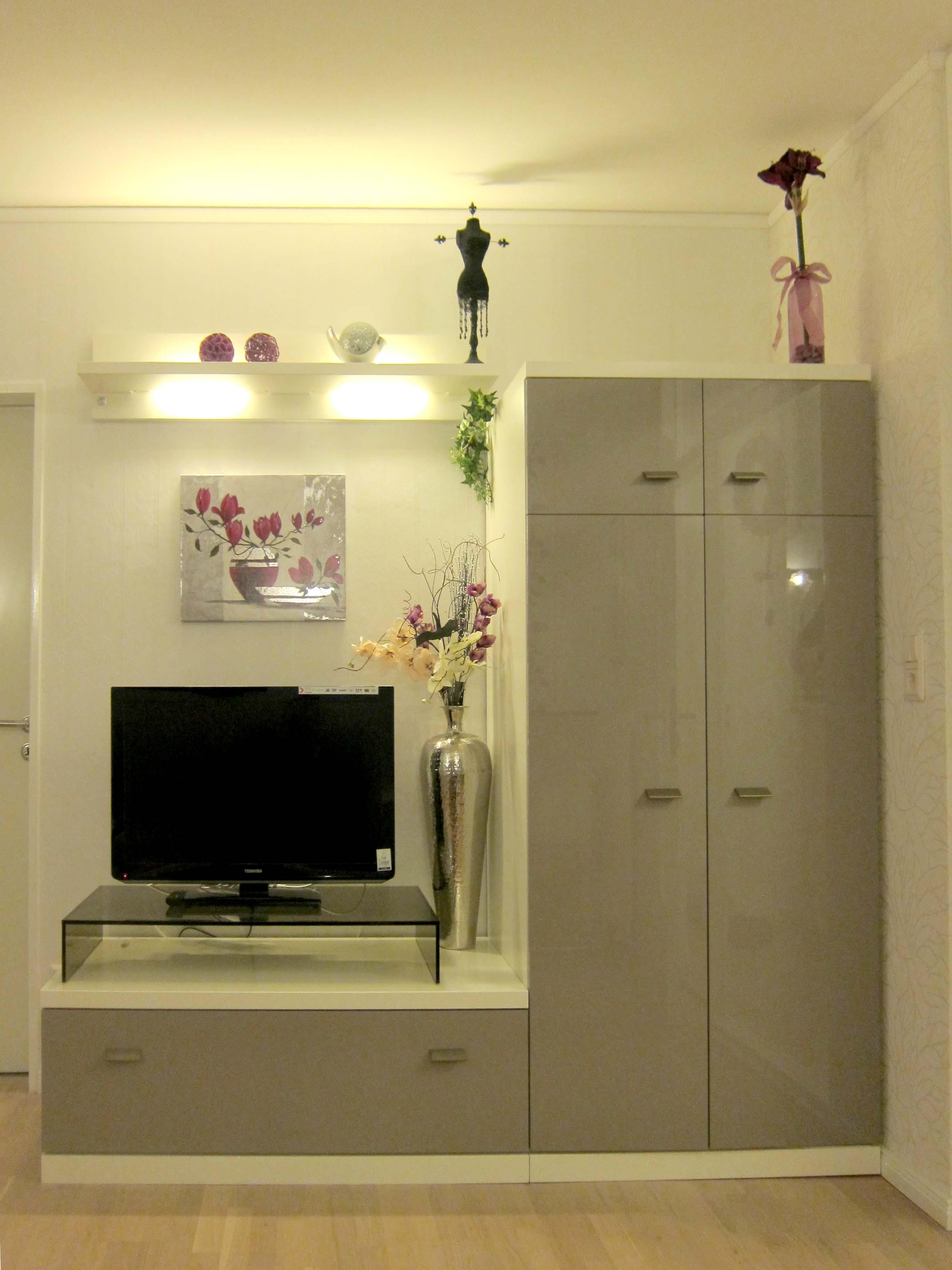 tolle kleiderschrank mit fernseher galerie die besten wohnideen. Black Bedroom Furniture Sets. Home Design Ideas